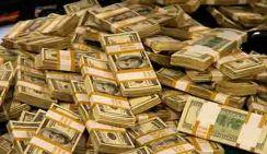 Полицейские в кровати нашли миллионы долларов