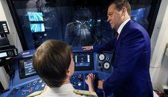 Медведев спустился в метро Санкт-Петербурга
