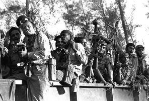 Раздавить «червяков»: Кастро показал, как США надо молотить