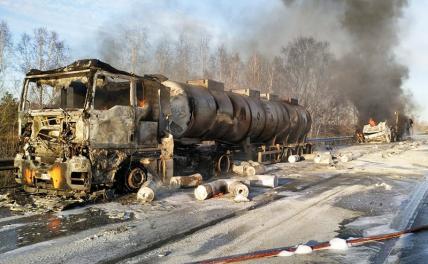 Три грузовика загорелись после ДТП в Екатеринбурге