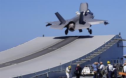 «Хорошая тренировка»: F-35 решил попугать «Адмирала Макарова» и крейсер «Москва»