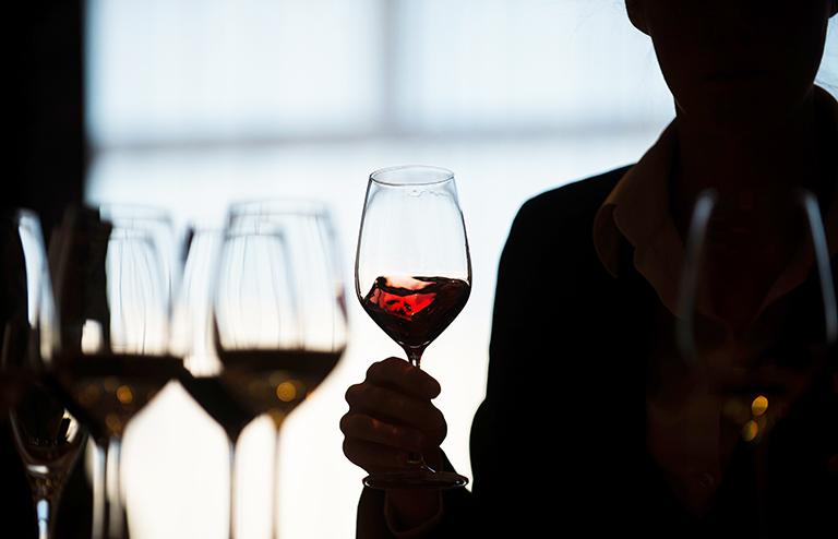 «Продезинфицироваться» алкоголем от вируса— угроза для общества