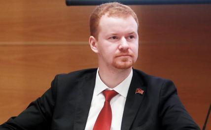«Запад нам поможет»: Парфенов напомнил про роман «12 стульев»