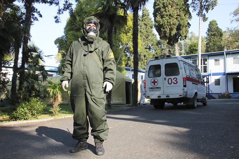 Абхазский коллапс: власти хотят много туристов, а Москву просят открыть госпитали