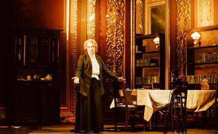 «Толстого нет»: Алферова сыграет жену классика русской литературы