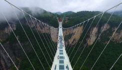 В Китае построили самый длинный в мире стеклянный мост