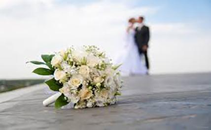 22-летний парень женился на 80-летней