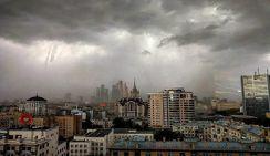 Ураган в Москве повалил башенный кран