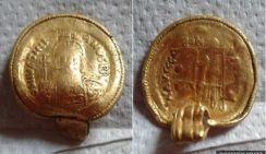 Редкая золотая подвеска обнаружена при раскопках в Британии
