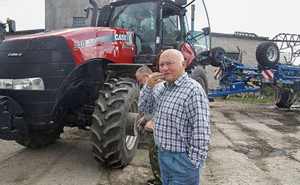 Лужков за рулём комбайна лично собирает свой урожай под Калининградом