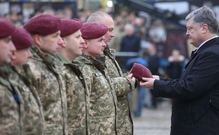Украинские десантники отказываются носить бордовые береты