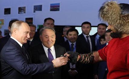 Путину подарили изуродованные гвозди и плётку