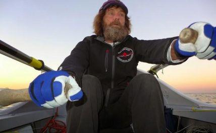 Конюхов пережил 12-балльный шторм на вёсельной лодке