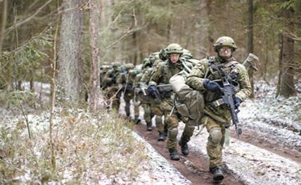 """НАТО """"показывает силу"""" у ворот России"""