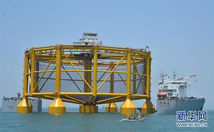 7700-тонная норвежская рыбоводческая платформа была погружена на судно в Циндао