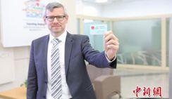 В Пекине выпустили первую карточку-разрешения на работу для иностранцев
