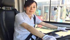 Водительница автобуса получила 100 тыс. юаней за спасение пассажиров