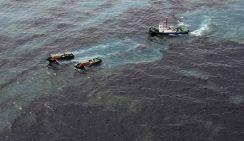 У берегов Китая интенсивно ликвидируют огромное нефтяное пятно