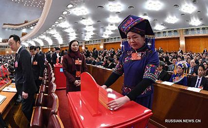 Поправки к Конституции КНР одобрены