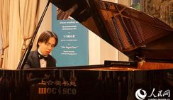 «Казахский Моцарт» исполнил фортепианный концерт в Секретариате ШОС