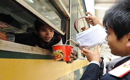 Моменты радости и печали на железнодорожных вокзалах Китая на праздник Весны