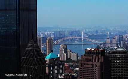 Чунцин -- живописный город с горами и реками