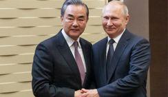 Президент России Владимир Путин встретился с Ван И