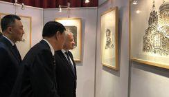 В Пекине открылась выставка Фэн Ишу картин «Дружба в новую эпоху»