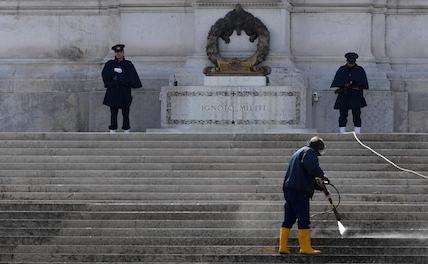В Италии более 10 тыс. человек скончались из-за COVID-19