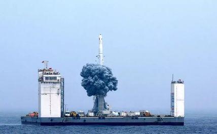 Китай запустил на орбиту девять спутников с Желтого моря