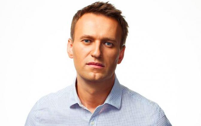 Алексей Навальный пользуется молодежью и грабит её