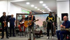 Гребенщиков дал концерт в торговом центре