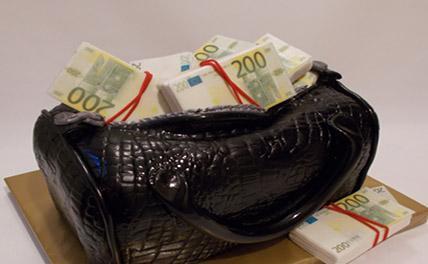 Сотрудницы аэропорта в Анапе украли у пассажирки 7 тысяч евро